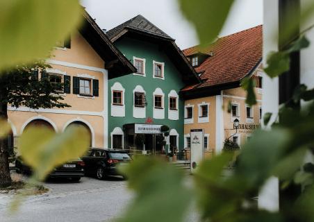 Hotel Elixhauser Wirt durch Blätter